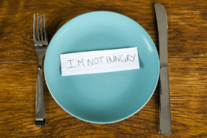 empty plate with note I'M NOT HUNGRY